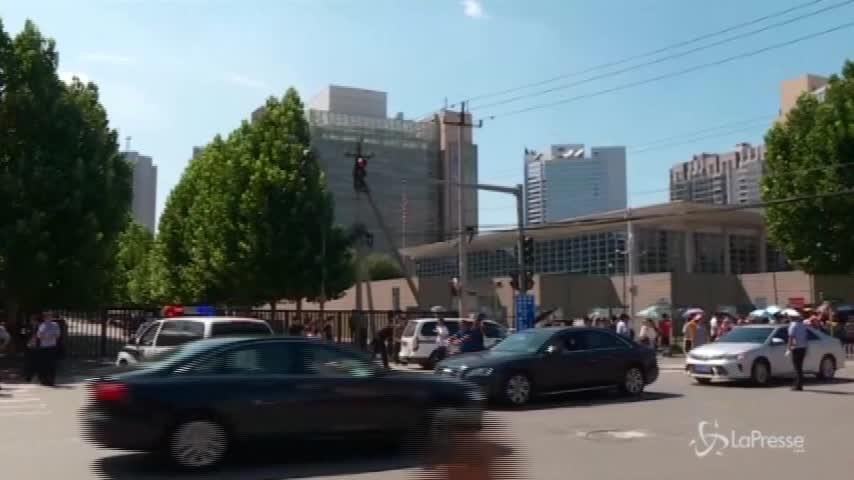 Pechino, il luogo dell'esplosione davanti all'ambasciata americana