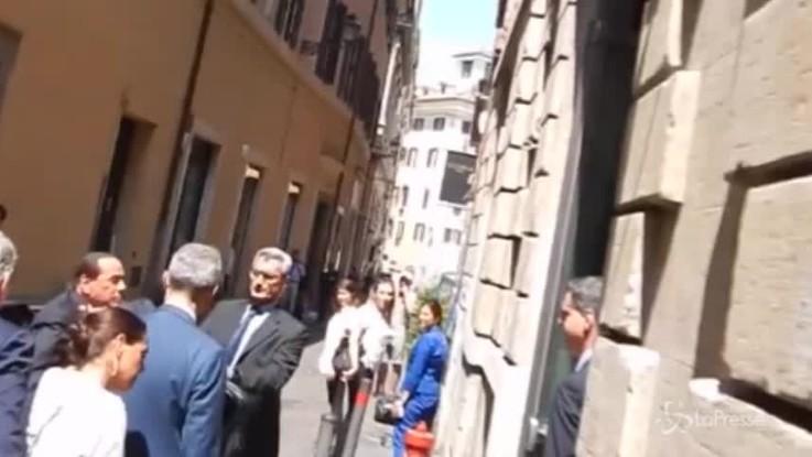 """Berlusconi all'assemblea di FI: """"Mi hanno fatto arrivare per ultimo, io che ho sempre voluto essere primo"""""""