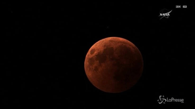 La Luna si tinge di rosso, le immagini riprese dalla Nasa