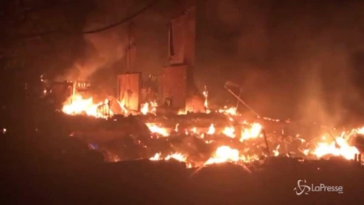 Brucia il nord della California: due morti e 10mila evacuati