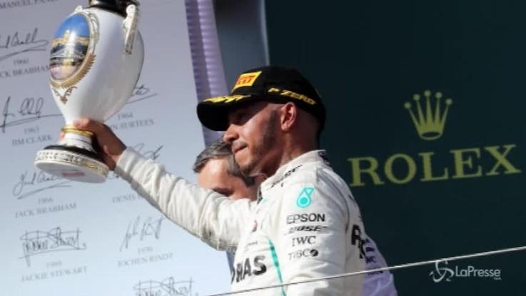 F1, Hamilton trionfa in Ungheria