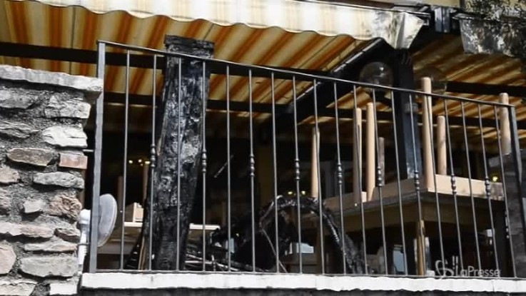 Brescia, scoppia incendio in albergo: turisti evacuati in piena notte