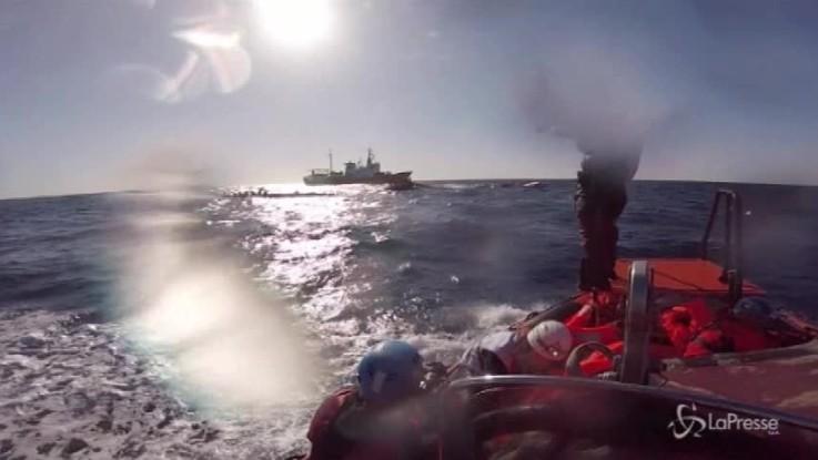 Nave italiana riporta in Libia migranti