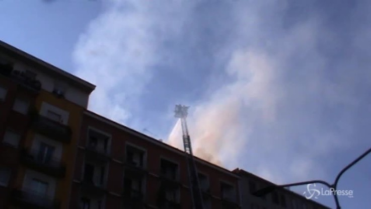 Milano, incendio in via Washington