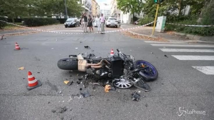 Milano, scontro tra un'auto e una moto: un ferito