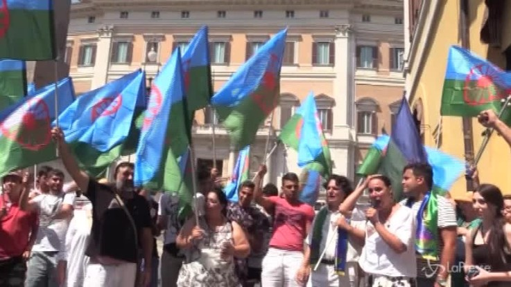 Rom e Sinti davanti a Montecitorio contro l'intolleranza e il razzismo
