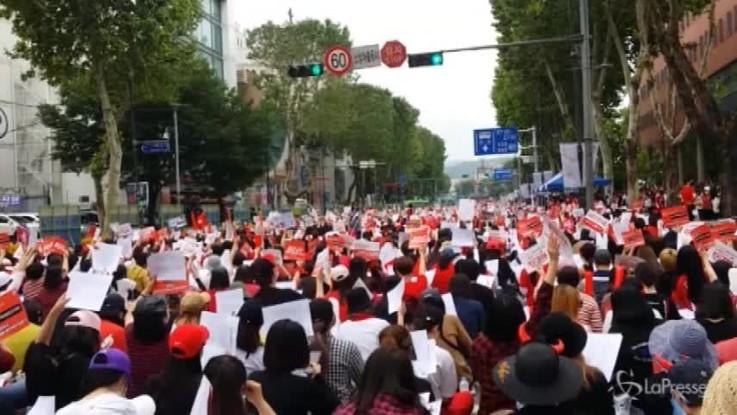 Corea del Sud, protesta di massa contro la 'spycam pornography'
