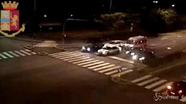 Milano, aggrediscono un poliziotto fuori servizio: due arresti
