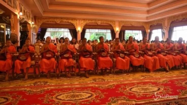 Thailandia, i 12 ragazzi salvati dalla grotta hanno lasciato il tempio buddista