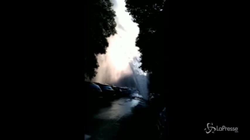 Roma, esplode una tubatura: geyser urbano a Monteverde