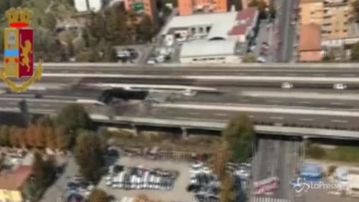 Bologna, l'enorme voragine dopo l'incidente sul raccordo di Casalecchio