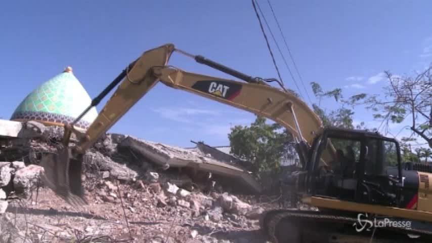 Indonesia, si continua a scavare tra le macerie