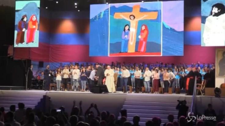 Papa al Circo Massimo: lo spettacolo delle luci durante lo show serale