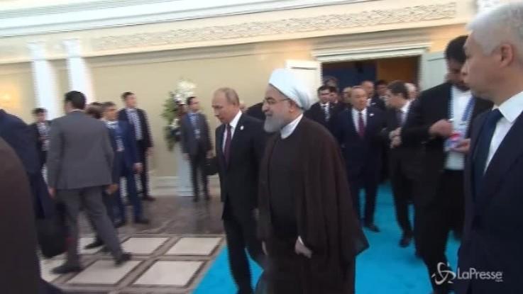 Rohani e Putin firmano storico accordo sullo status del Mar Caspio