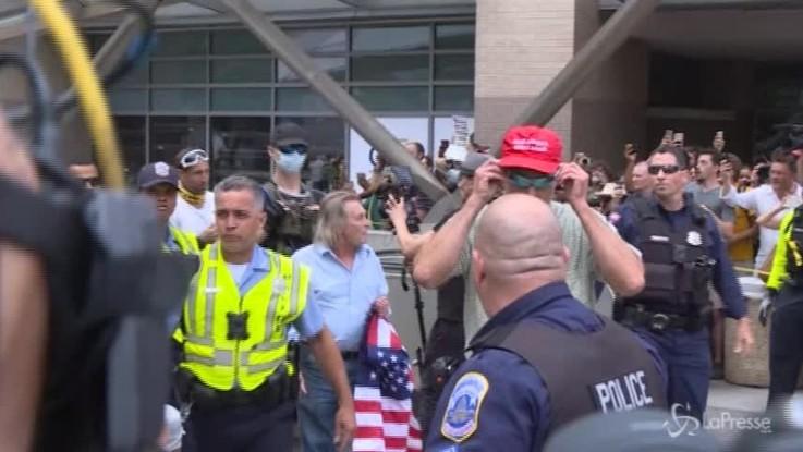 Washington DC, la marcia neonazista è un flop