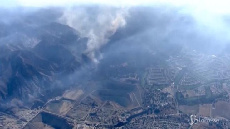 La California brucia ancora: 75mila ettari andati in fumo