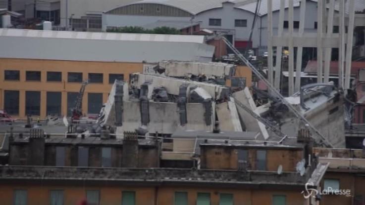 Genova, quel camion sull'orlo del baratro