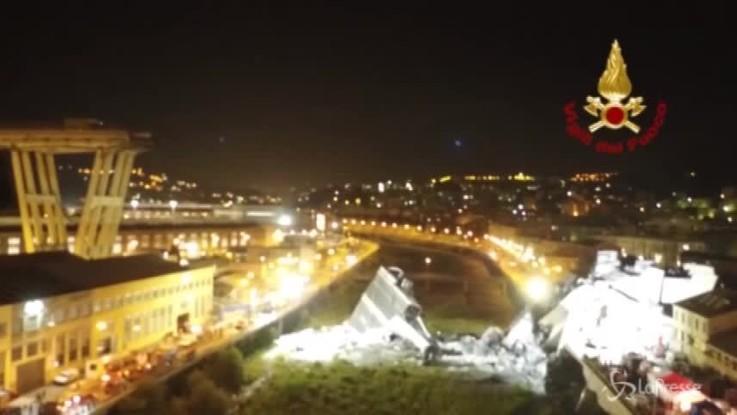 Crollo ponte a Genova, le immagini aeree dei soccorsi