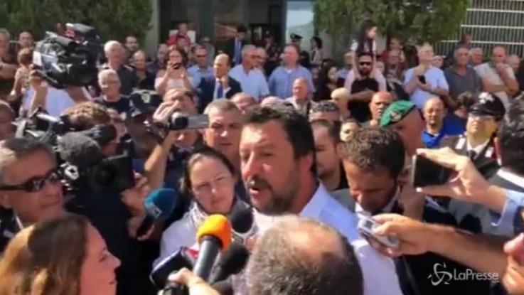 """Salvini a San Luca, i cittadini contro i giornalisti: """"E' qui per noi, andate via!"""""""