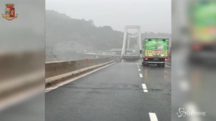 """Genova, cittadini increduli agli agenti: """"Ma è davvero caduto il ponte?"""""""