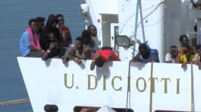 Malta nega il porto a nave italiana con 177 migranti