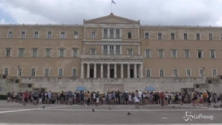 Grecia, finisce l'emergenza non la crisi