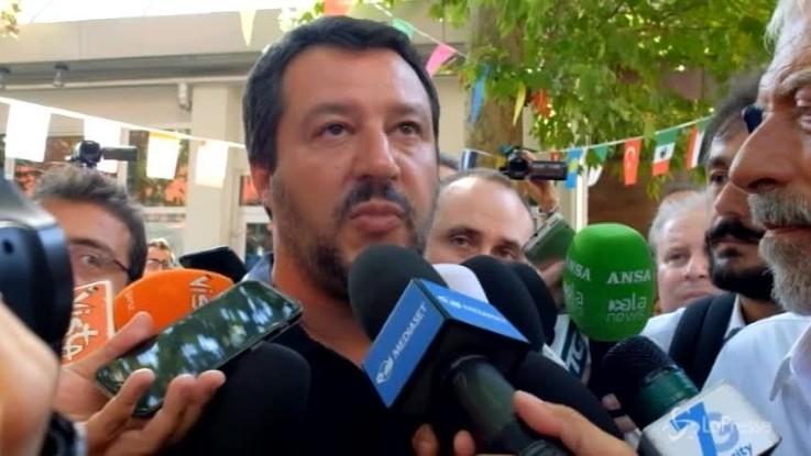 """Migranti, Salvini: """"L'Europa ci aiuti o li riportiamo in Libia"""""""