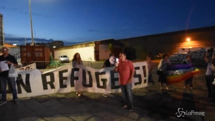 Diciotti, Catania accoglie i migranti con centinaia di arancini