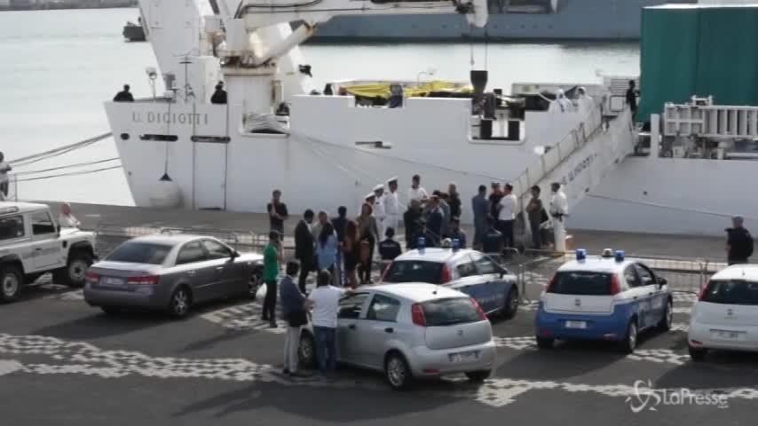 Diciotti, Laura Boldrini sale a bordo della nave