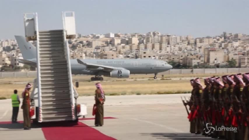 Il principe William arriva in Giordania