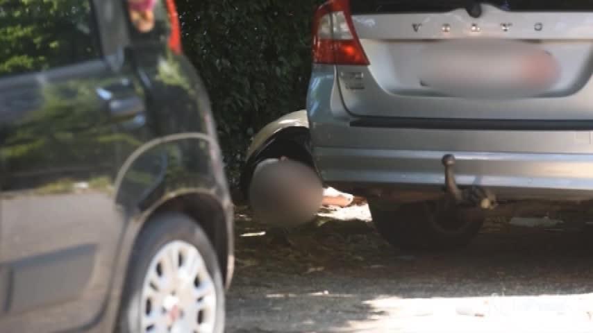 Milano, uomo trovato morto in un parcheggio