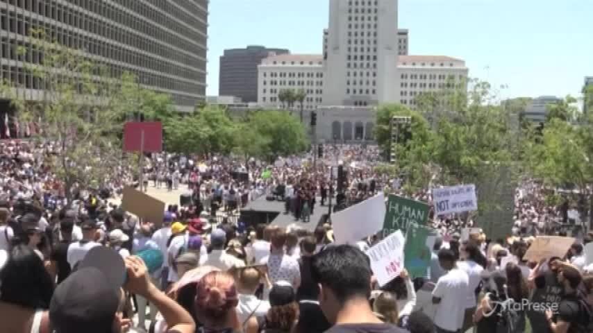 Immigrazione, anche a Los Angeles in marcia contro Trump