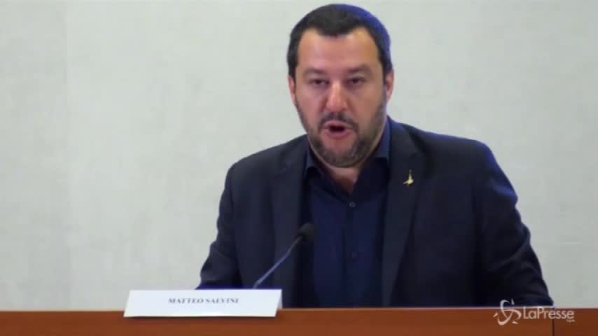 """Salvini: """"Con i soldi presi alla mafia pattuglieremo i litorali"""""""