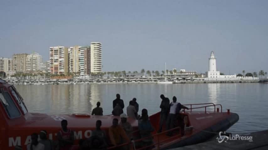Migranti, sbarco nel porto di Malaga