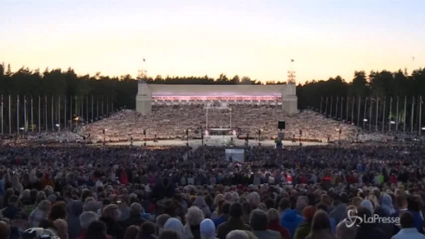 Riga, un coro di 16mila voci per festeggiare l'indipendenza