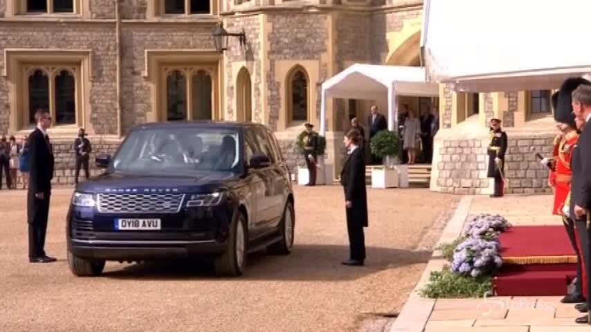 Donald Trump incontra la regina Elisabetta per il tè