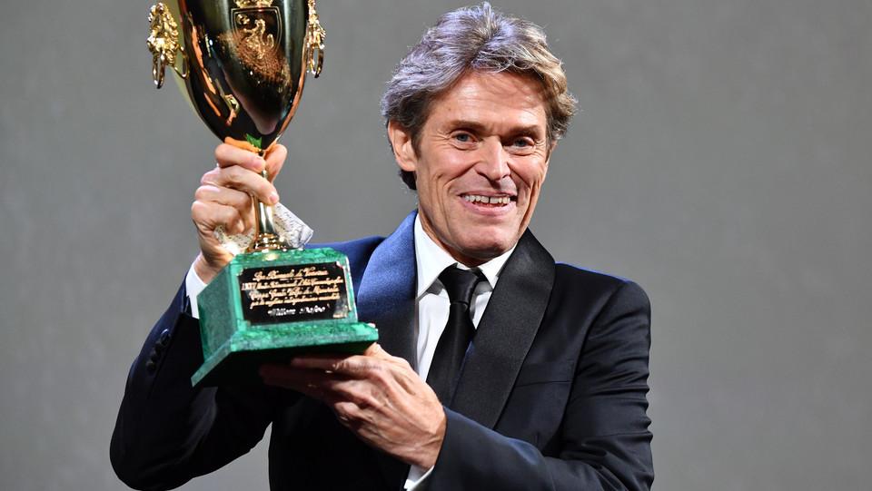 Il premio Coppa Volpi per il miglior attore a Willem Dafoe per 'At eternity's gate' ©