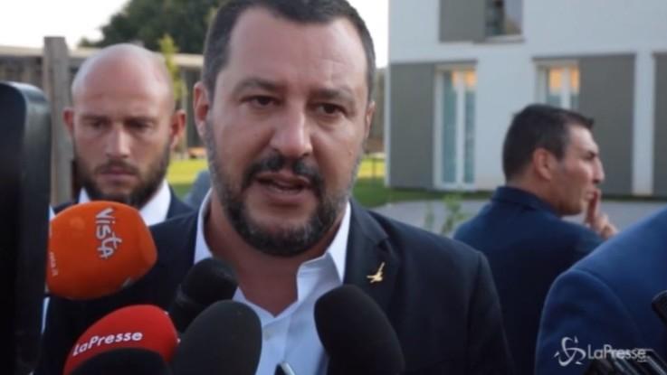 """Chiusure domenicali negozi, Salvini: """"Non si può morire di lavoro sacrificando tutto"""""""