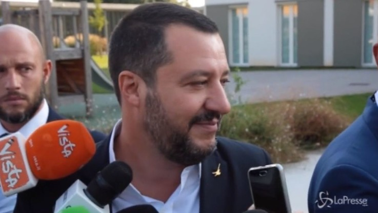 """Fondi Lega, Salvini: """"Da quando sono segretario, milioni all'estero non ce ne sono"""""""