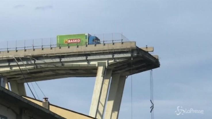 Crollo ponte Genova, bufera nella commissione