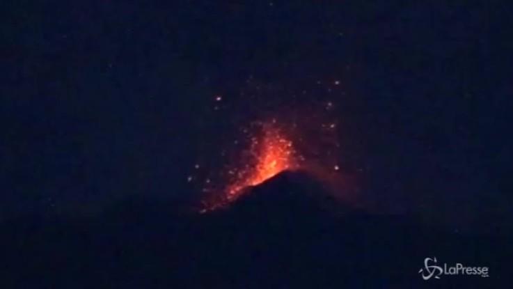 Etna, nuova eruzione: le immagini mozzafiato
