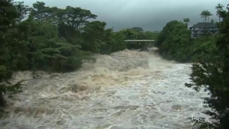 Piogge torrenziali e venti violenti: le Hawaii aspettano l'uragano Lane