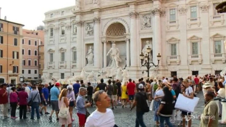 Roma, la Fontana di Trevi 'sorvegliata speciale'