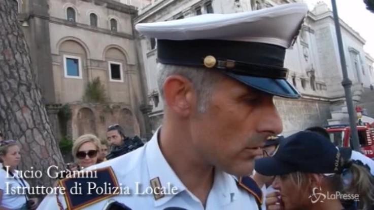 """Crollo Roma, poliziotto della Municipale: """"Boato enorme, la volta era sfondata"""""""
