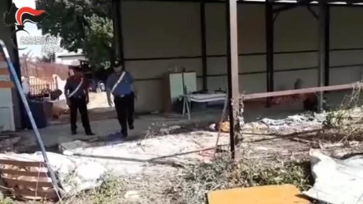 Napoli, bruciavano rifiuti speciali: tre arresti