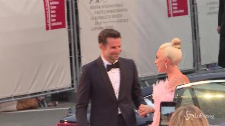 Lady Gaga a Venezia mano nella mano con Bradley Cooper