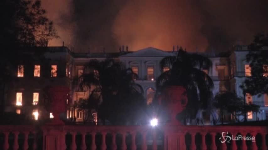 Brasile, in fiamme il Museo Nazionale di Rio de Janeiro