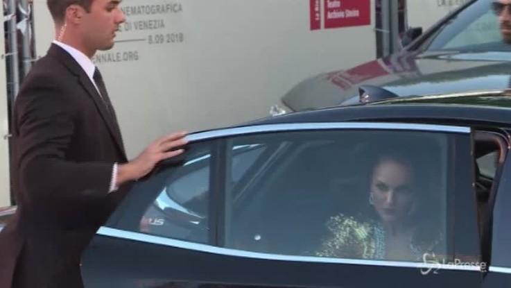 Venezia, sul red carpet brilla la stella di Natalie Portman
