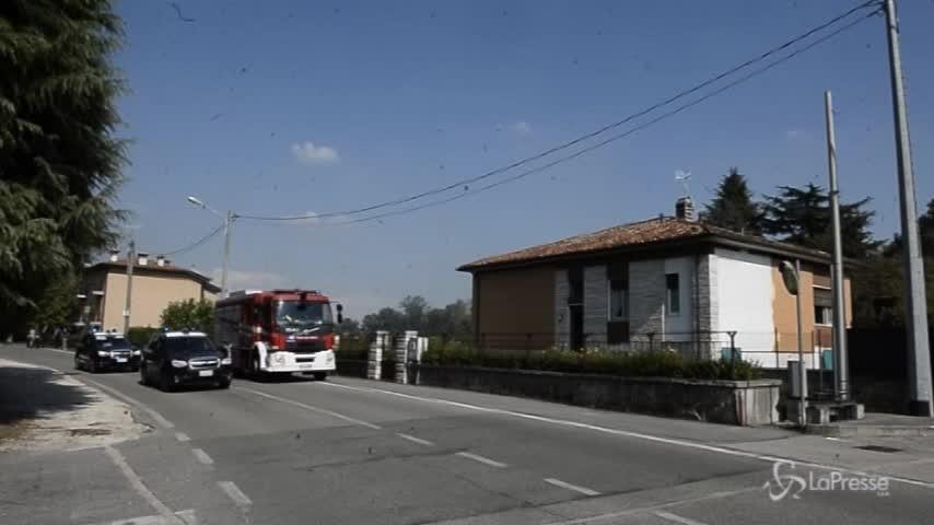 Brescia, minaccia parenti e dà fuoco ad auto fratellastro