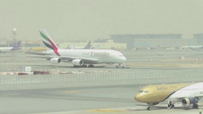 Usa, passeggeri accusano un malore a bordo: in quarantena volo atterrato a New York